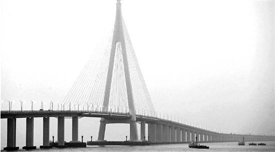 杭州湾跨海大桥 十年驶过1.2亿辆车