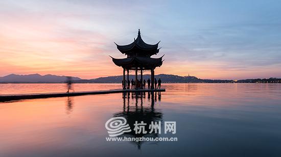 """(以下简称""""《报告》""""),数据显示,去年杭州西湖风景名胜区位列全年全"""